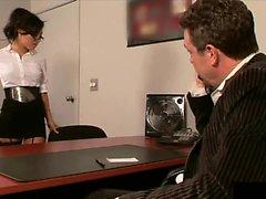 Asa Akira Célébrer jour secratorys baise son patron