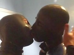 Kissing in latex