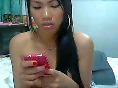 Thai girl strofina la figa fino si bagna