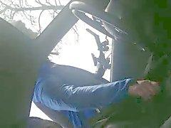 Wielrenner im en ischen von Auto Handje helpt geile Mensch