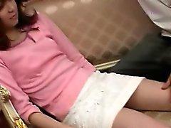 Asiatische Mädchen Ausziehen ihre haarige Fotze