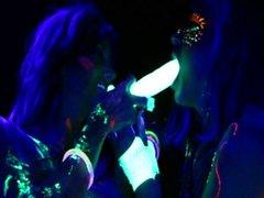 Abigail Mac ja Ava Adams Blacklight Sex Party