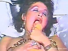 Una calda mamma si scopa il suo manicotto peloso