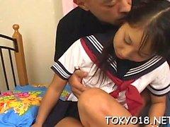 Азиатский подросток грубо трахал в своей небритой маленькой рывке