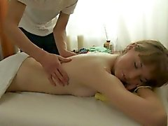 Chap could not resist from plowing cutie after massage