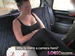Amor Creampie adolescente Chubby com tetas enormes leva porra duro em táxi