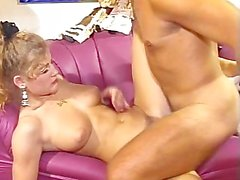 80s CHICK LOVES CUM ON HER FACE