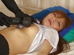 Garota adormecida asiático bonito da recebe