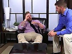 Behaart Aaron seinen Schwanz als Marshall Abwichsen ansaugt seine Zehen