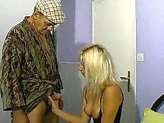 Blonde femme et le vieux