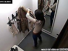 Voyeurisme Spycam l'étudiante de Brunette de lingerie de montage