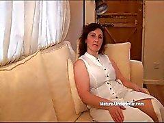 Gros seins maturité taquiner de culotte MILF et les strip-tease