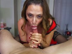 Insatiable MILF inhale coq dur