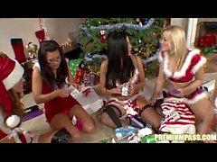 Audrey Bitoni - Geschenk-Austausch durch die Weihnachtsbaum-!