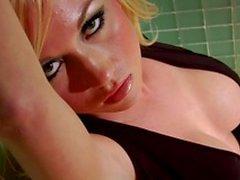 Seksikkäitä vaaleita lesbot pidä hauskaa suihkukaappi