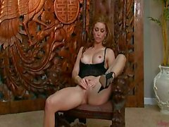 Heather Vandeven en Erstaunlich Solo Performance