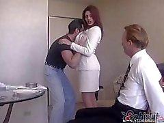 Knappe hubby Raylene 's krijgt vastgebonden en gemaakt om te kijken naar zijn vrouw krijgen genageld