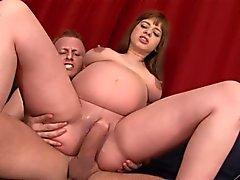 adolescente afeitado embarazada chupa y folla polla grande