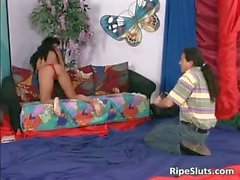 Latina bitch squirts while guy eats her part2