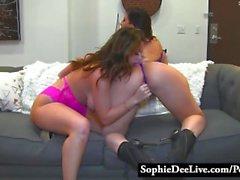 Sofia Dee samt Sara Jay Ska berörings slickande bra