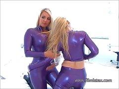 Lesbianas látex chicas fetiche íntima brillante juego de goma