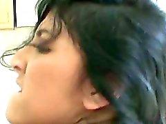 Kimberly Gates amatör latina med naturliga bröst jävla hårt med en stor kuk