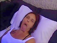 Dilin tanrıçası boğaz Fucked ve facialized