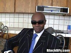 Schwarz Bolzens Aussetzen seinen riesigen Schwanz nach dem einige heiße Interview
