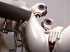 Две рогатых Немецкий неряхи которые любят одеваются в сексуальное латекса