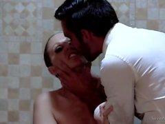 Julia Ann follando en la ducha