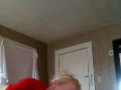 blondi kypsä nauttii musta kukko