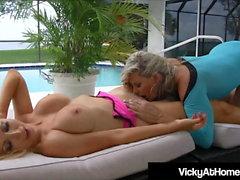 VNA Babes Vicky Vette & Nikki Benz Kielen Fuck toisiaan!