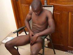 El negro africano Twink George golpea apagado