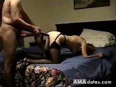 он трахает свою жену с помощью инструмента своей работы