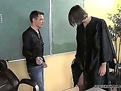 Spencer ed il suo trasparente abito di docente di fascino nelle