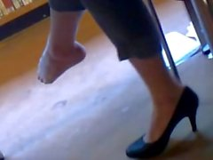Candid Sexy Shoeplay in Library Pt 1 (faceshot)