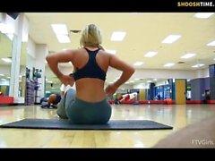 sexy babe flashing at gym