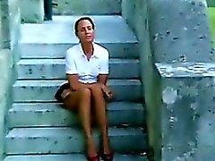 Зрелые женщины тереть ее киска Снаружи