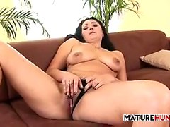 Amateur Woman Vibrating Her Mature Pussy