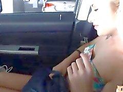 Горячий любительское подростковых Стэйси Эндрюс facialed в машину