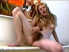 Harige Blonde met gezwollen tepels door TROC