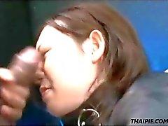 Asian Feito para o orgasmo e Engula