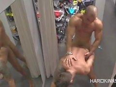 DOMINANT MANEN KOMMER I i butiks- och SUBMISSIONES HANDLA ägarens