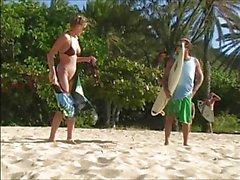 Carli Banks in corso nudo sulle spiaggia Surfbeach