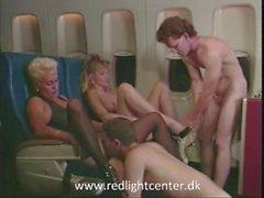 80ies chicas vintage disfrutan de sexo en el avión