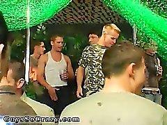 Anni uomo omosessuale e succhiare ingerire del partito e di gruppo allegro fare sesso