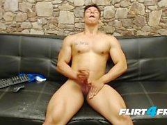 Muscle Worship Euro Stud Isaac Thomas