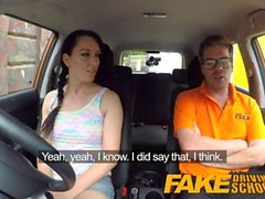 Fake Driving School Messy creampie climax för sexig otrogen elev