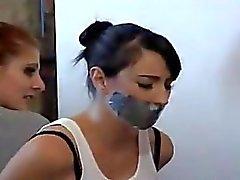 Två flickor i Tape träldom
