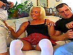 Lainey Jerichos ist schlampig blond gespritzt das kein Problem damit besitzt